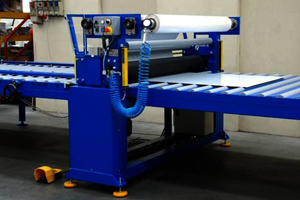 Машина для нанесения защитной пленки на плоские металлические листы